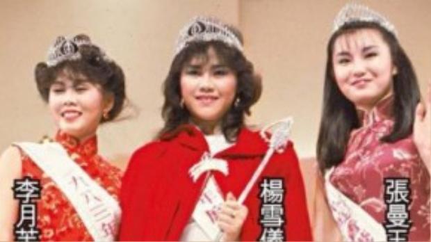 Trương Mạn Ngọc (ngoài cùng bìa phải) trong cuộc thi Hoa hậu Hong Kong 1983.
