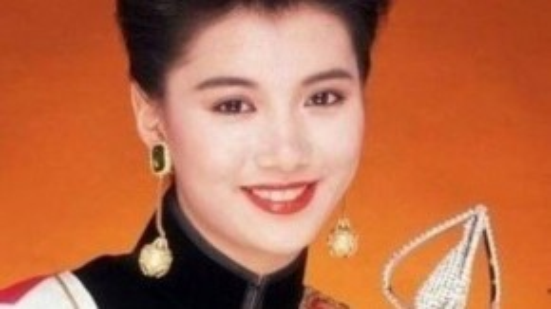 Viên Vịnh Nghi là Hoa hậu Hong Kong 1990, cô cũng là minh tinh điện ảnh vang danh.