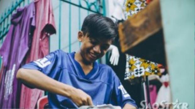 Cường luôn cảm thấy vui khi được giúp đỡ những anh chị lao động nghèo, dù cậu nghĩ rằng việc làm này chỉ là việc rất nhỏ không đáng nhắc đến.
