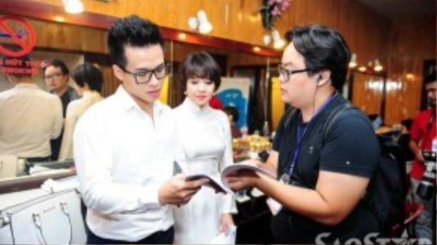 Riêng Hà Anh Tuấn, anh luôn tất bật trong hậu trường do vừa đảm nhận vai trò sản xuất, Đại sứ danh dự của chương trình, vừa góp giọng qua hai tiết mục.