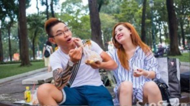 Đăng Quang sinh ra ở Sài Gòn nên đã tự nguyện làm hướng dẫn viên đưa Hạ Vy dạo chơi hồ Con Rùa, cà-phê bệt…