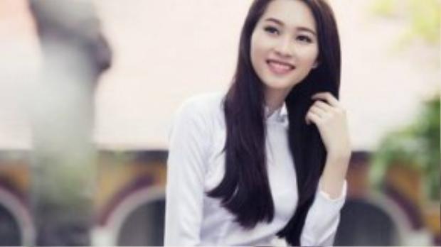 """Vẻ đẹp dịu dàng của """"thần tiên tỉ tỉ"""" càng được tỏa sáng trong tà áo dài truyền thống. Với lợi thế ngoại hình có số đo hoàn hảo 83-60-90 cùng chiều cao lý tưởng 1m73, có thể nói, Đặng Thu Thảo là một trong những hoa hậu mặc áo dài đẹp nhất Việt Nam hiện nay."""