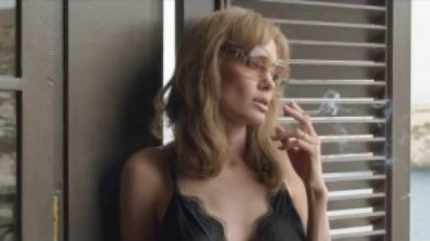 Cách đây 10 năm, Brad Pitt và Angelina Jolie đã phải lòng nhau sau khi đóng cặp trong bộ phim hành động Mr. & Mrs. Smith. Và lần này, cặp vợ chồng quyền lực sẽ trở lại với By the Sea,là câu chuyện về cuộc đấu tranh trong hôn nhân giữa vũ công Vanessa (Angelina Jolie) và nhà văn Roland (Brad Pitt).