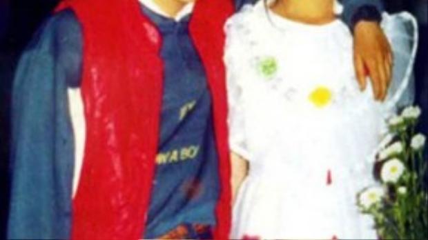 Hồ Ngọc Hà trong một tấm ảnh chụp cùng anh trai. Cả cô lẫn anh trai đều có gương mặt rất Tây vì mang trong mình hai dòng máu Việt - Pháp.