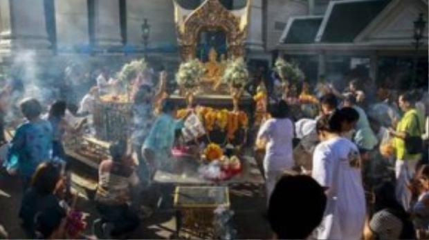 Vụ đánh bom xảy ra ở đền thờ Erawan khiến 20 người thiệt mạng