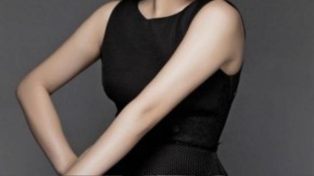 Bên cạnh MV mới, Hương Tràm cũng thực hiện bộ ảnh với hình tượng trưởng thành, sexy dưới ống kính của nhiếp ảnh gia Lê Thiện Viễn.