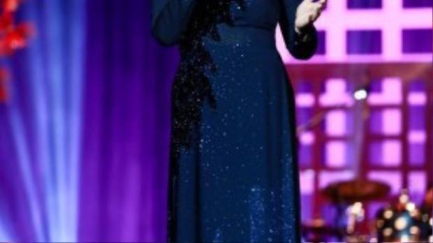 Bà gửi đến người nghe thêm ca khúc Phút cuối. Tuy tuổi đã cao nhưng nữ danh ca vẫn chiếm trọn trái tim khán giả bằng giọng hát nhiều cảm xúc của mình.