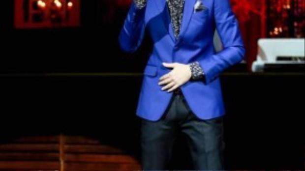 Dương Triệu Vũ là khách mời mở đầu phần 2 của liveshow Mùa thu trong mưa. Anh gửi đến người nghe liên khúc Rong rêu - Lá đổ mưa chiều.