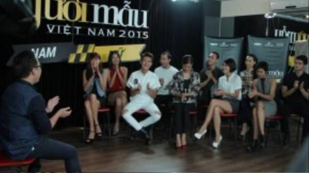 Các thí sinh lắng nghe sự hướng dẫn của Tùng Leo.