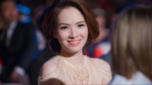 Diễn viên - MC Đan Lê cũng là BTV của nhà đài. Ngoài ra, cô đồng hành với ông xãn Khải Anh đến nhận giải.