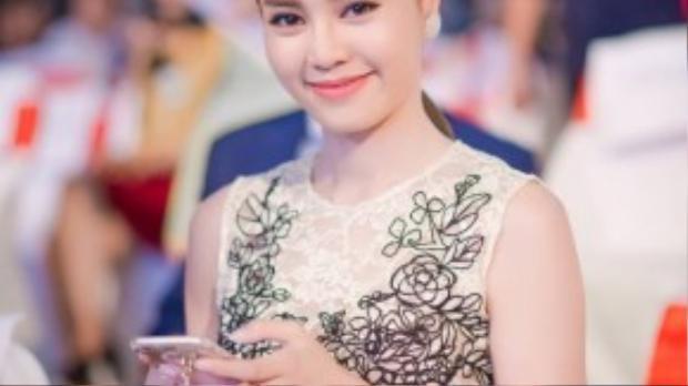 Đến với VTV Awards 2015 lần 2, Lan Ngọc không có trong danh sách đề cử ở các hạng mục. Cô xuất hiện với tư cách khách mời trao giải và cổ vũ cho người bạn thân Nhã Phương được tôn vinh.