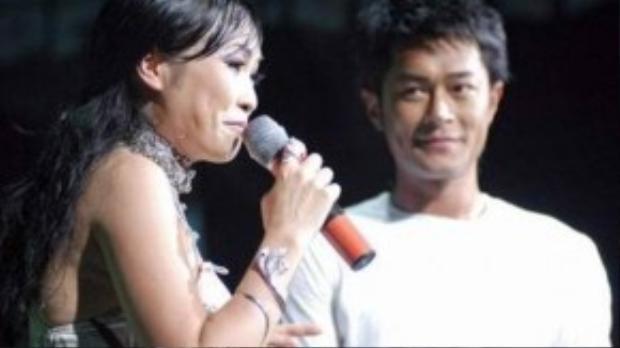 """Lần đó, Phương Thanh hát ca khúc """"Vì em yêu anh"""" của Đức Trí và song ca một bài hát tiếng Hoa với Cổ Thiên Lạc có tên gọi """"Tình bạn""""."""