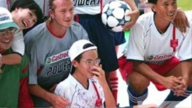 Năm 2003, Phương Thanh chụp cùng Beckham khi anh lần đầu sang Việt Nam.