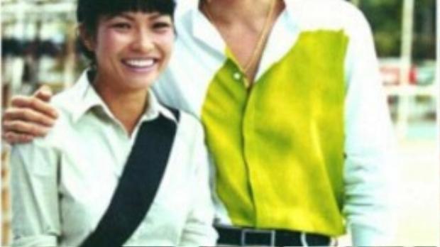Mới đây, nữ ca sĩ Phương Thanh tung những bức ảnh kỷ niệm của mình với hàng loạt sao quốc tế khiến fan bất ngờ. Bức ảnh chụp cùng Jang Dong Gun vàonăm 2000, Phương Thanh là đại diện Việt Nam song ca với Jang Dong Gun trong chương trình Đêm đầy sao.