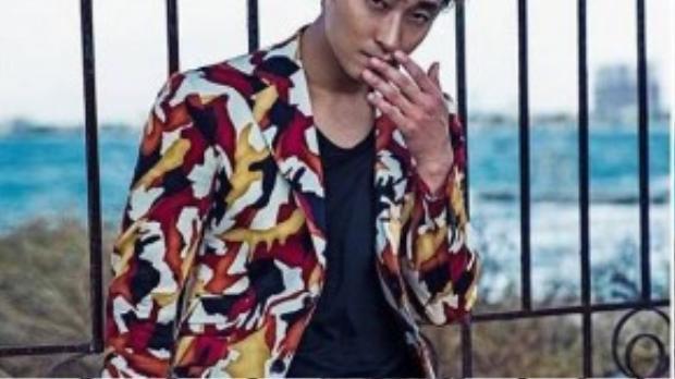 Trong bộ ảnh, nam diễn viên nổi tiếng từ series Goong (Hoàng cung) diện những trang phục mang phong cách cổ điển, tinh tế tạo dáng ở nhiều bối cảnh trong thành phố Đà Nẵng.