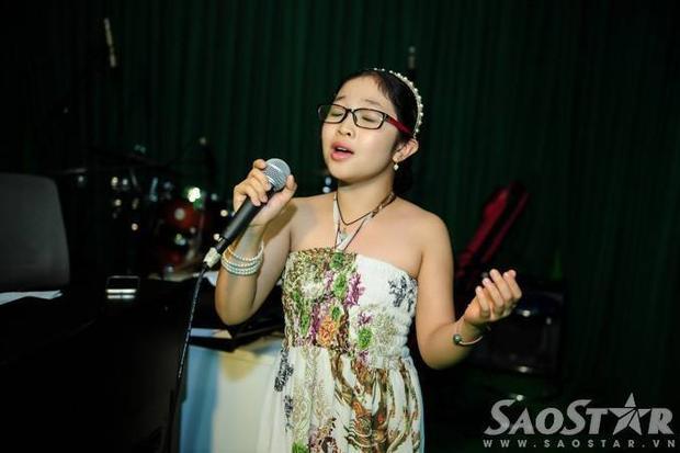 Đội Hồ Hoài Anh miệt mài tập luyện trước liveshow Giọng hát Việt nhí