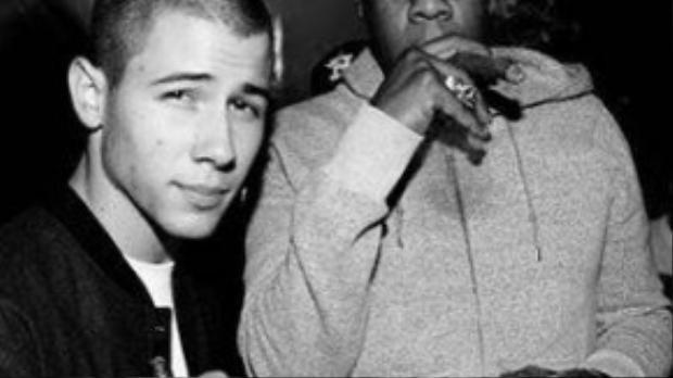 Nick Jonas và Jay Z tại liên hoan âm nhạc Made in America hôm 5/9.