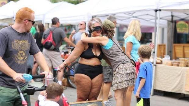 Bà béo 40 tuổi mặc bikini, kêu gọi yêu thương bản thân