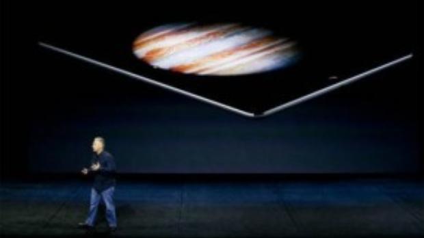 Phil Schiller, phó chủ tịch Apple giới thiệu iPad Pro