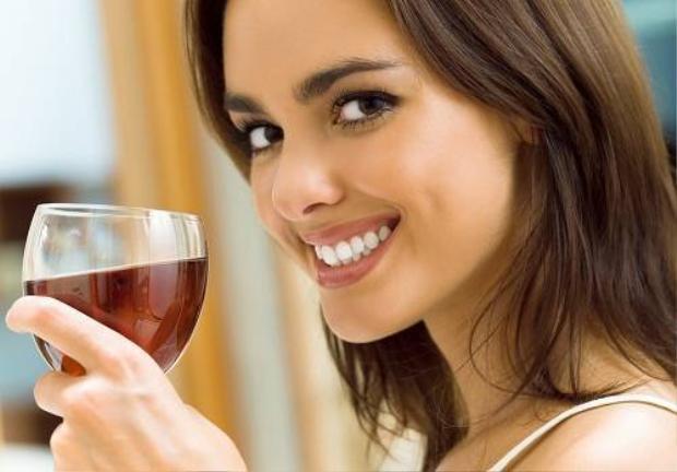 1 ly rượu vang đỏ đốt mỡ tương đương 1 giờ tập thể dục