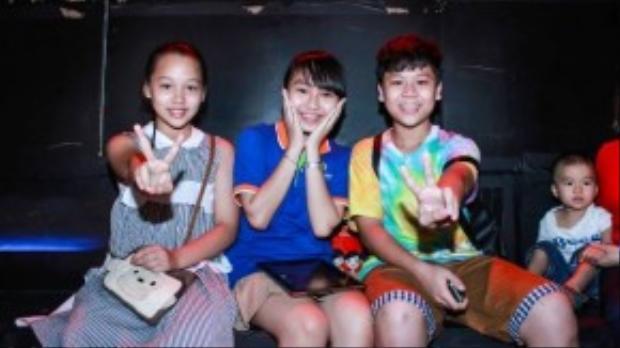 Ba thí nhí mở màn đêm liveshow Hà My - Hà Vy - Quang Trường.