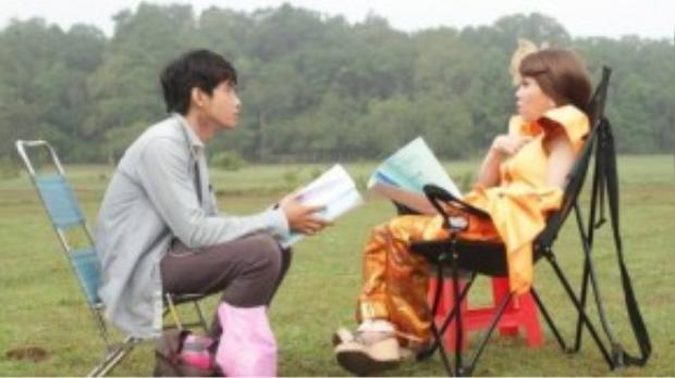 Quang Đăng học hỏi kinh nghiệm từ đàn chị Việt Hương.