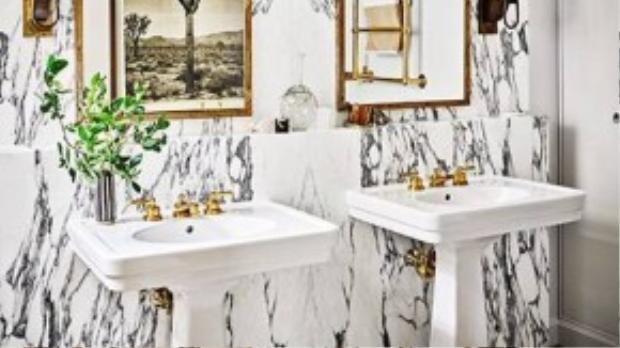 Phòng tắm sang trọng và tiện nghi.