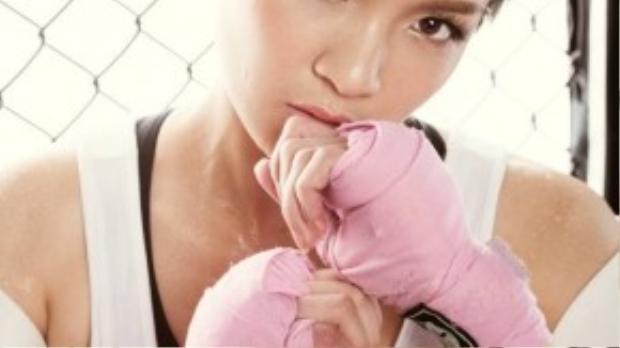Thủy Top (Huỳnh Minh Thủy) vừa thực hiện bộ ảnh thời trang khi hóa thân thành một boxing girl khỏe khoắn nhưng vẫn sexy và cuốn hút.