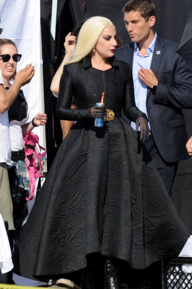 Lady Gaga lộ vóc dáng chảy xệ trên phim trường American Horror Story: Hotel