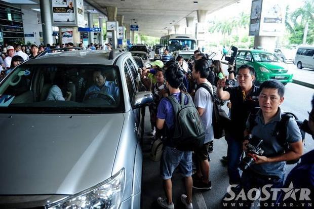 Mã Quốc Minh, Sầm Lệ Hương thân thiện vẫy tay chào fan Việt