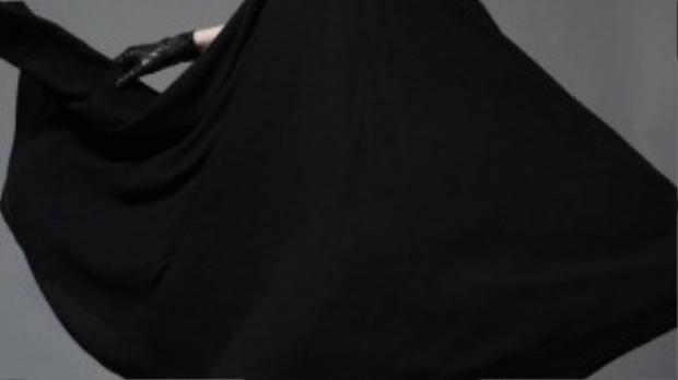 NTK Đỗ Mạnh Cường nhận xét, với đôi chân dài, gương mặt lạ, cá tính… cùng với bản năng đặc biệt, Kim Phượng luôn có tố chất của một người mẫu quốc tế.