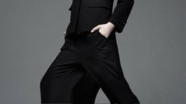 """Bản thân Kim Phượng quan niệm: """"Bạn theo đuổi đam mê, thành công sẽ theo đuổi bạn"""". Chân dài quyết tâm theo đuổi đến cùng ước mơ được sải bước trên sàn catwalk chuyên nghiệp và chân chính."""
