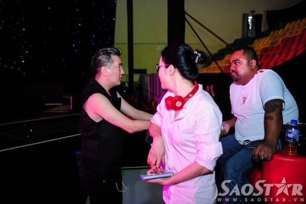 HLV và các thí sinh Giọng hát Việt căng thẳng trước giờ G