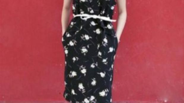 Chiếc thắt lưng là phụ kiện không chỉ tạo điểm nhấn trang phục mà còn giúp Hoàng Thùy Linh ăn gian vòng hai.