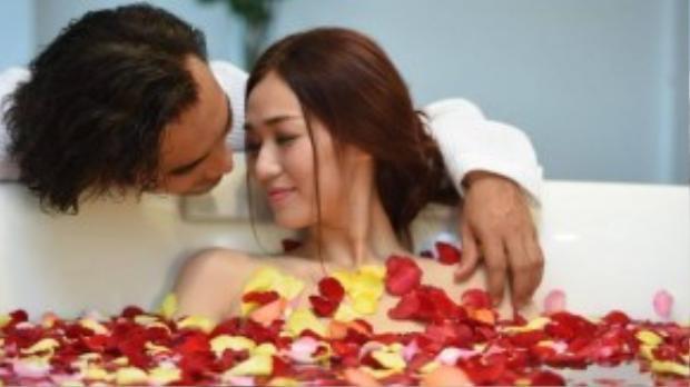 Lần đầu cộng tác với đạo diễn Châu Thổ - Việt Trinh, Khánh My gây bất ngờ với khả năng diễn tròn vai, sáng tạo và tự mình đóng rất nhiều cảnh gợi cảm nóng bỏng cùng Đức Hải.