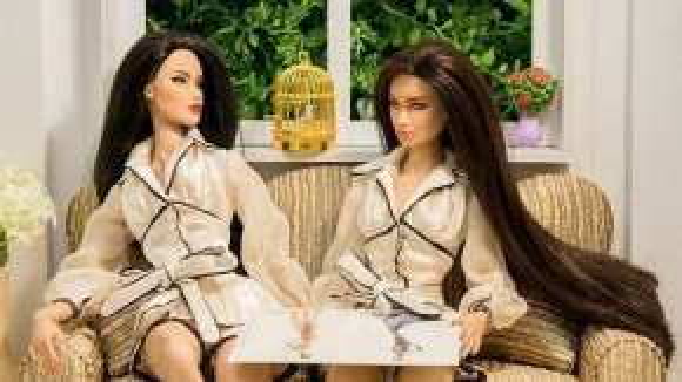 Cả hai cùng tư vấn trang phục cho nhau trong vòng thi sắp tới.