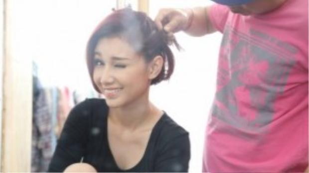 Sau thời gian gặp sóng gió gia đình, Quỳnh Chi dần ổn định tinh thần. Bên cạnh việc trở lại với vai trò MC, hot girl còn lấn sân sang lĩnh vực phim ảnh.