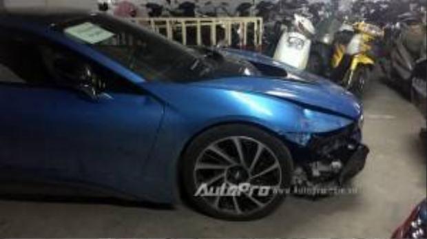 Hàng độc BMW i8 xanh ngọc tại Hà Nội bị đâm toác đầu