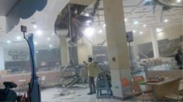 Đồ đạc, thiết bị từ trung tâm thương mại La Serena rơi xuống sàn. Guardian dẫn nguồn tin từ hiện trường cho biết 3 người thiệt mạng và hai người mất tích trong trận động đất kèm theo sóng thần vừa xảy ra.