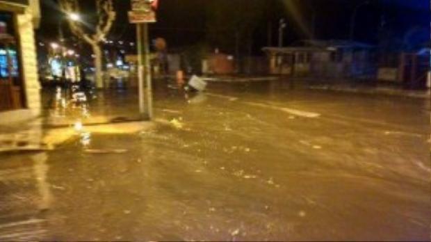 Mực nước bắt đầu dâng ở huyện Concon. Nhiều người dân đang sơ tán khỏi khu vực ven biển. Nhà chức trách quốc gia Nam Mỹ ước tính khoảng 8.000 người đã rời khỏi thành phố Constitución và 1.500 người chạy khỏi thành phố Llicoi.