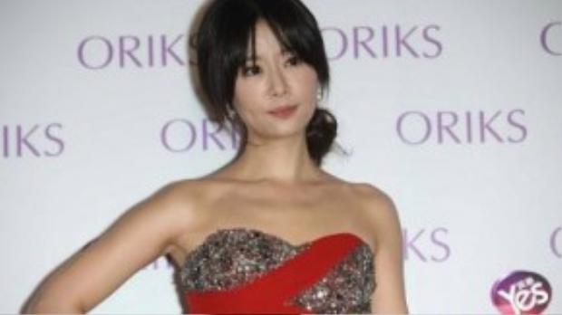 Gương mặt cứng đờ của Lâm Tâm Như khiến cô vướng nghi vấn tiêm botox.