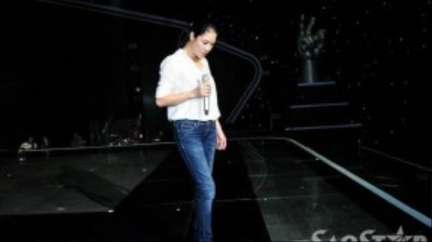 Thu Phương khá tập trung trên sân khấu.