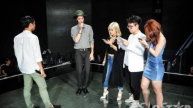 Taylor John Williams tập nhạc cùng 3 thí sinh The Voice.