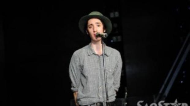 Anh thường hát về nạn bạo hành, sự vô cảm hay thậm chí là những tên tội phạm giết người.
