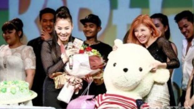 Vừa qua, Thu Minh có đêm nhạc riêng mừng sinh nhật tại phòng trà Đồng Dao (TP HCM) với sự tham gia của đông đảo các khán giả hâm mộ. Đặc biệt, các học trò thân thiết của nữ ca sĩ như Trúc Nhân, Trang Pháp cùng những gương mặt mới từ Vietnam Idol 2015 cũng có mặt để chúc mừng.