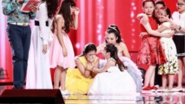 Đặc biệt, trong giây phút vui mừng, bé Thu Thủy đã bật khóc và quỳ xuống sân khấu khi được HLV chọn đi tiếp. Trước đó bé đã không tự tin vào phần thi và nghĩ mình sẽ ra về.