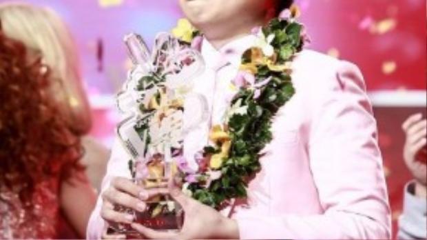 Đăng quang quán quân Giọng hát Việt mùa 3, Đức Phúc bất ngờ, xúc động và… khóc ròng trên sân khấu.