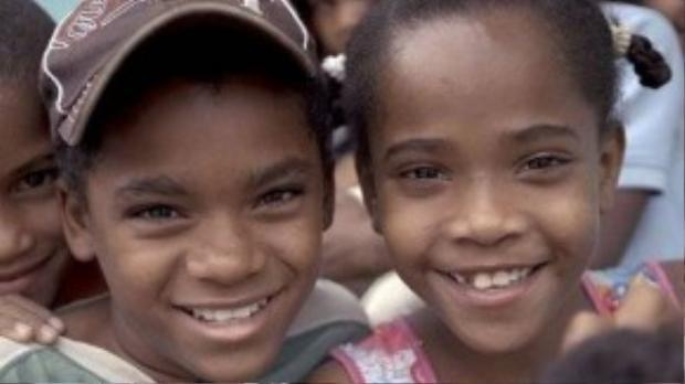 """Catherine và em họ Carla, 2 trường hợp bị mắc hội chứng """"guevedoces""""."""