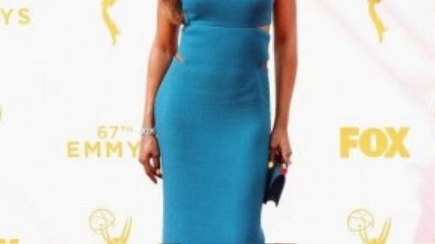 """Nữ diễn viên phim """"Orange Is The New Black"""" - Laverne Cox diện chiếc váy ôm sát cơ thể làm tôn lên vóc dáng nuột nà cùng làn da nâu khỏe khoắn."""