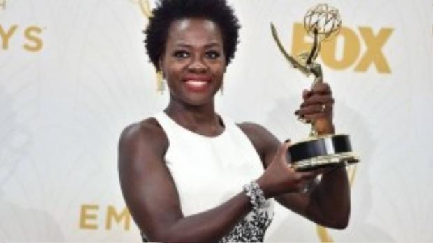 Viola Davis trở thành người phụ nữ da màu đầu tiên trong lịch sử nhận được giải thưởng Emmy dành cho Nữ diễn viên chính xuất sắc nhất thể loại phim chính kịch. Ảnh: Jordan Strauss/Invision/AP
